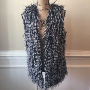 Gianni Bini black and White Faux Fur Vest Sz XS